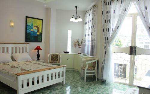 Expat room for rent 6